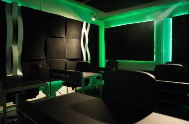 dj2be studio groenen lampen